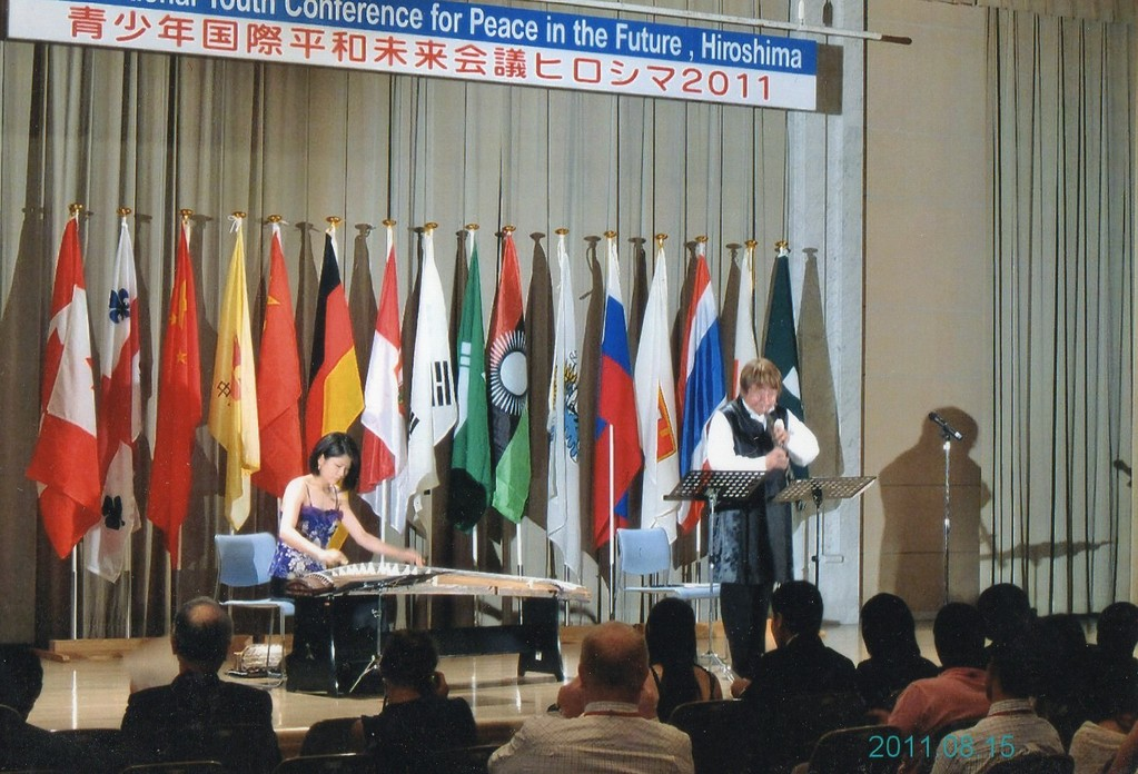 2011年8月15日青少年国際平和未来会議ヒロシマ2012。世界中の若者に演奏で平和のメッセージ