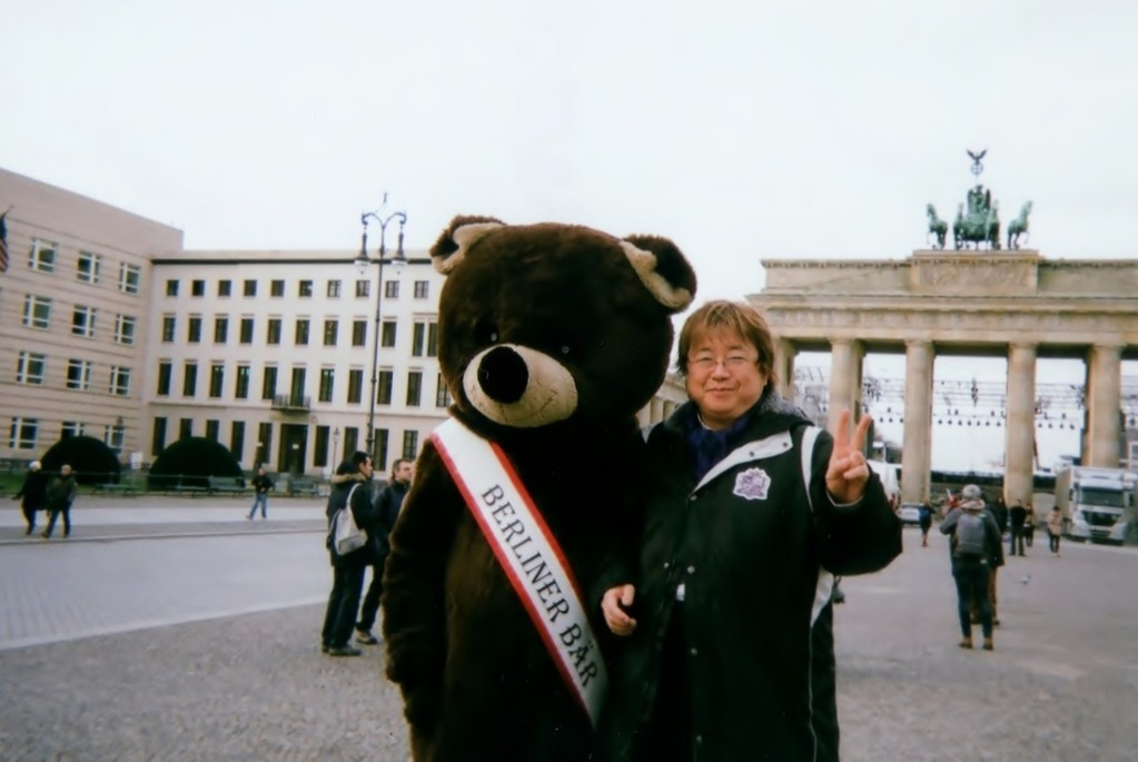 2011年末に再度、ベルリンを訪問しました。ブランデンブルグ門を歩いて渡れる!感激しました!