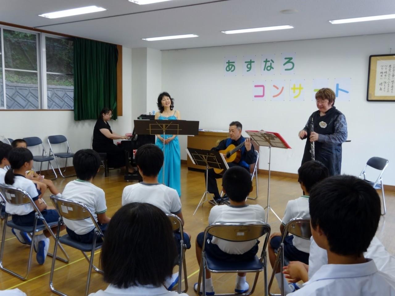 山口県大島郡情島、情島小・中学校♪日本音楽家ユニオン主催「あすなろコンサート」
