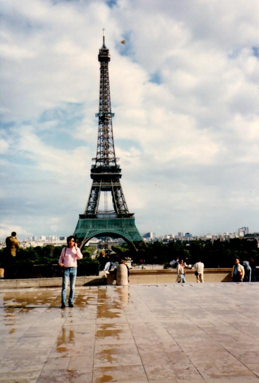パリ エッフェル塔前で 1983年