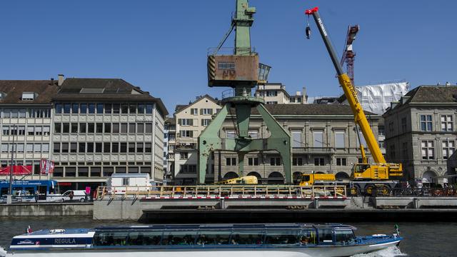 Installation des Hafenkrans