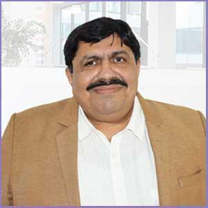 Dr. Shah – Arzt, international gefragter Dozent, Softwareentwickler für Homöopathische Zwecke, Autor, Telemediziner der weltweit größten homöopathischen Online-Versorgung und Telemedizinischen Plattform; leitet ein Team von mehr als 150 Fachleuten.