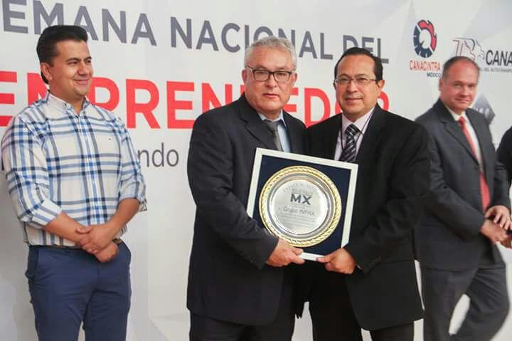 Entrega de Presea INDUSTRIALESMX a Grupo INFRA 100 años
