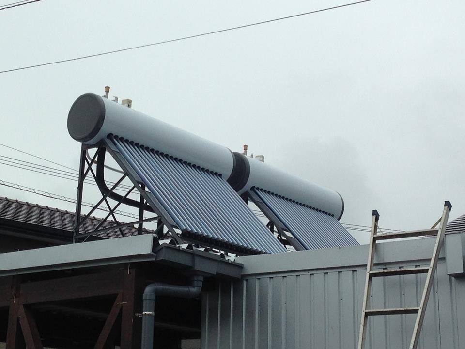 真空管式太陽熱温水器(つくば市内)