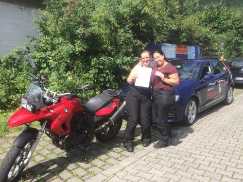 Nathalia Bauer und Patricia Altmann, A - Führerschein am 21.07.2017 in Wertheim