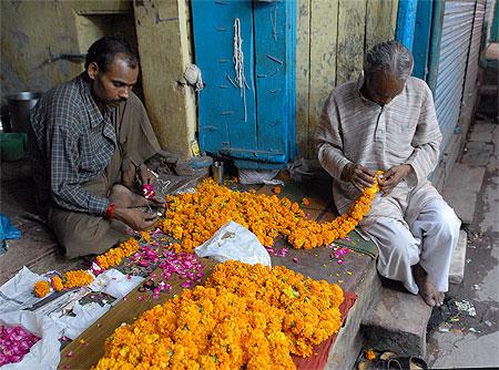 Fabricant de colliers de fleurs
