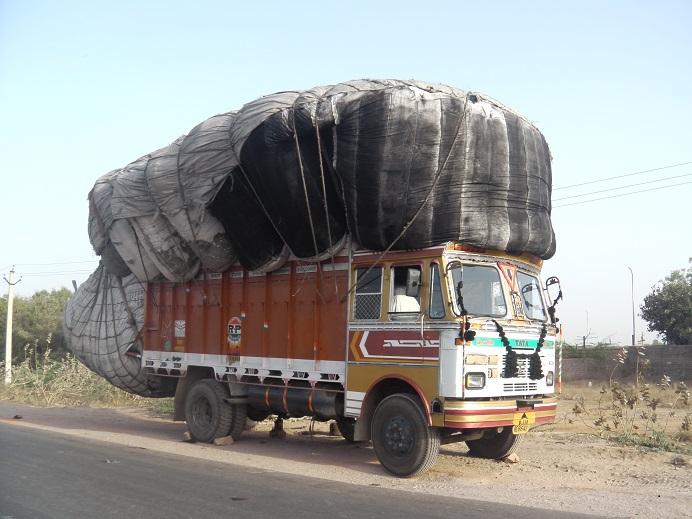 Quand le camion est plein... il y a encore de la place. Eh oui !