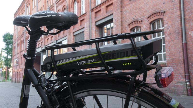 """Foto: Andreas Hartwig, Bild zeigt ein Fahrrad (Detailaufnahme e-Bike Akku) von Zweirad Kehlenbeck auf dem Nordwolle Gelände in Delmenhorst, Bildstrecke """"unterwegs in Delmenhorst"""""""