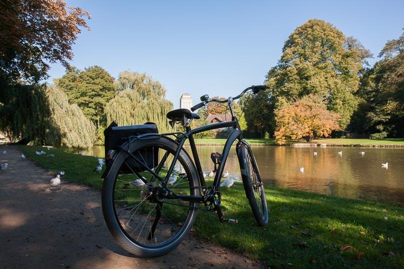 """Foto : Andreas Hartwig, Bild zeigt ein Fahrrad von Zweirad Kehlenbeck in den Delmenhorster Graftanlagen, Delmenhorst, Bildstrecke """"unterwegs in Delmenhorst"""""""
