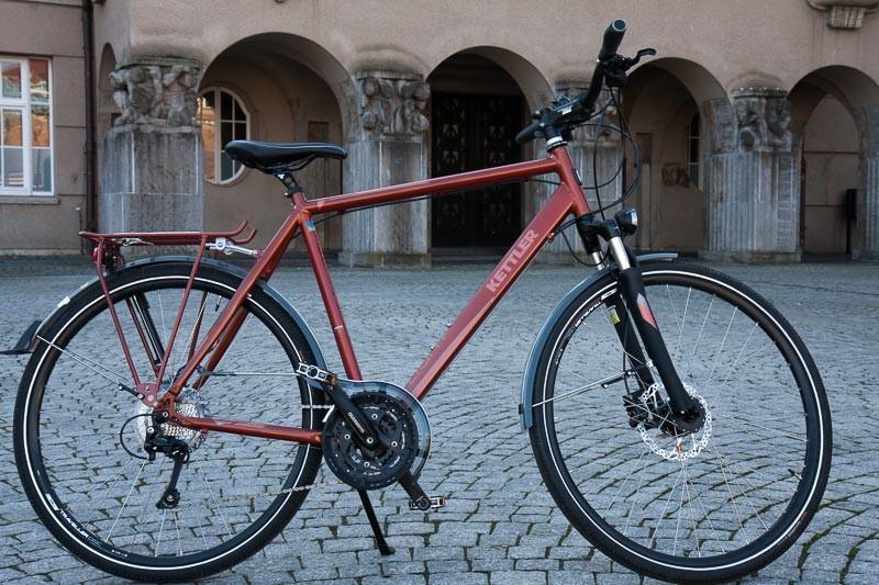 """Foto: Andreas Hartwig, Bild zeigt ein Fahrrad von Zweirad Kehlenbeck auf dem Marktplatz in Delmenhorst, Bildstrecke """"unterwegs in Delmenhorst"""""""