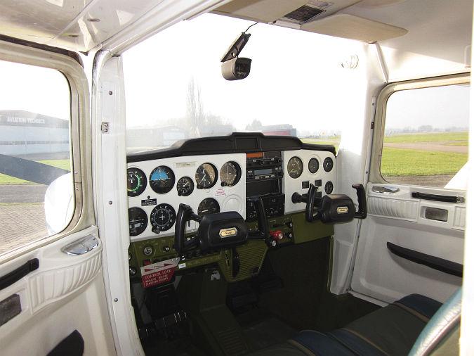 Kado vliegles 20 min. vanaf Teuge (3 pers, max 225kg) - Aangeboden door Sky Service Netherlands