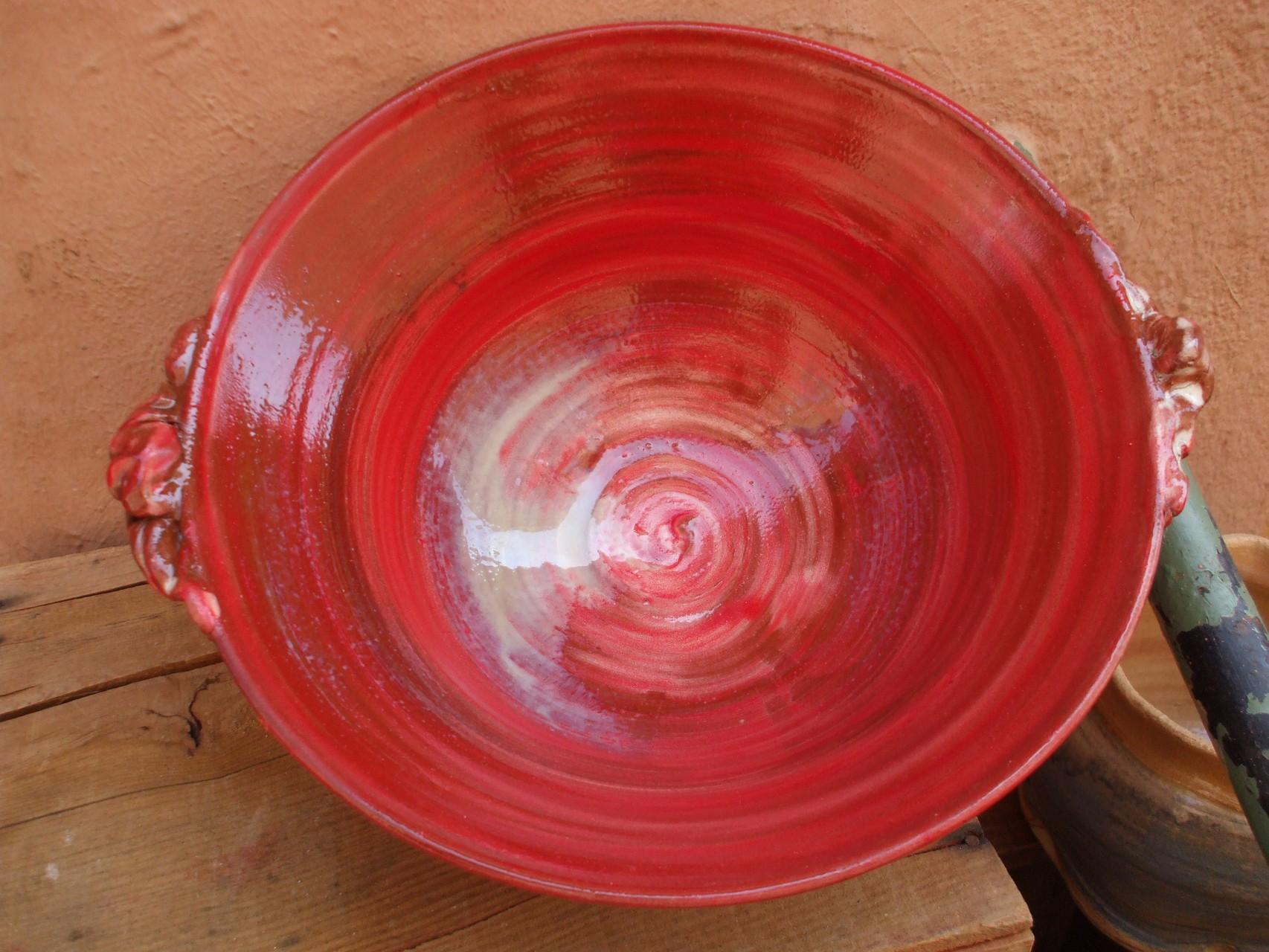 Saladier anses engobe rouge posé au pinceau