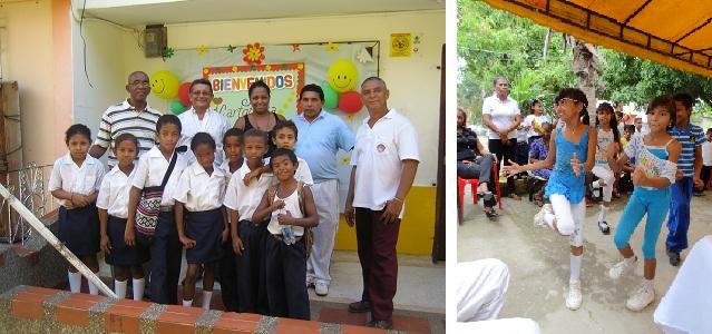 Stiftungsmitglieder und Schulangestellte mit ein paar Schüler - Aerobic-Auftritt des Sportprojekts