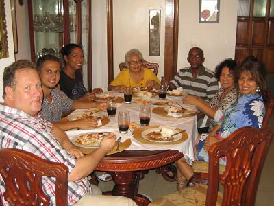 Stiftungsmitglieder mit Angestellten und Familie in Cartagena;