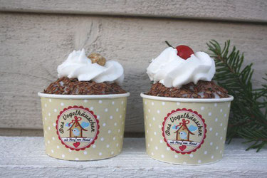 Wildvogelfutter für Gartenvögel in Form von Cupcakes