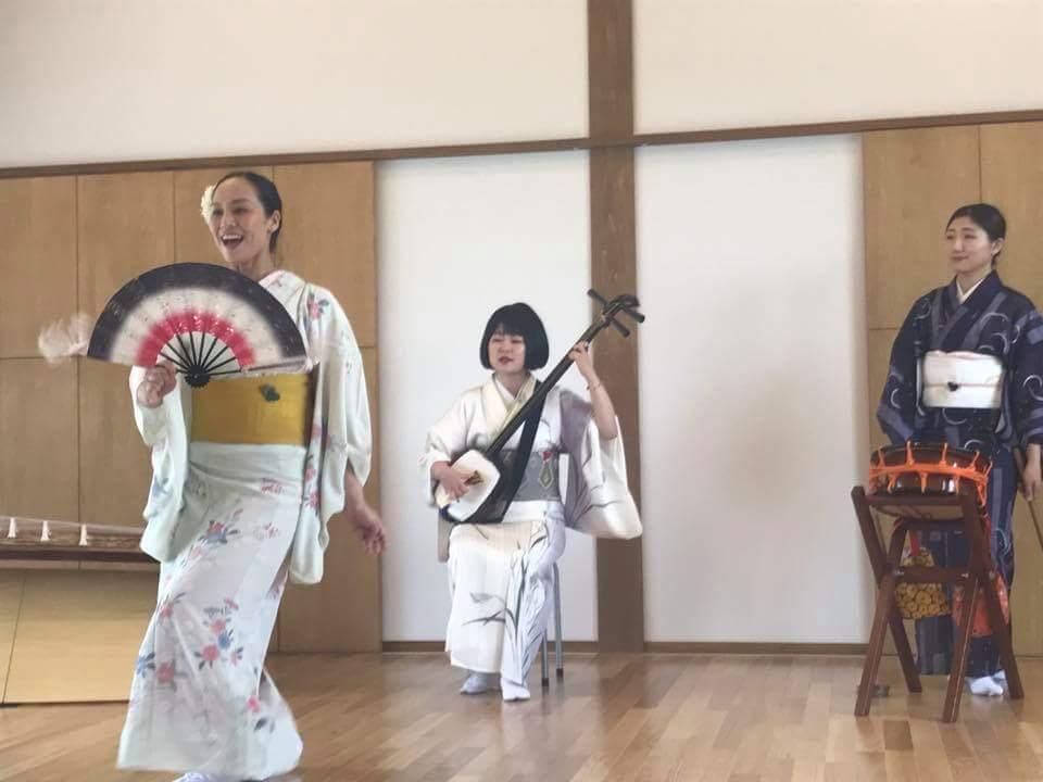 7/30 陸前高田の公営住宅にて。手踊り「津軽よされ節」。