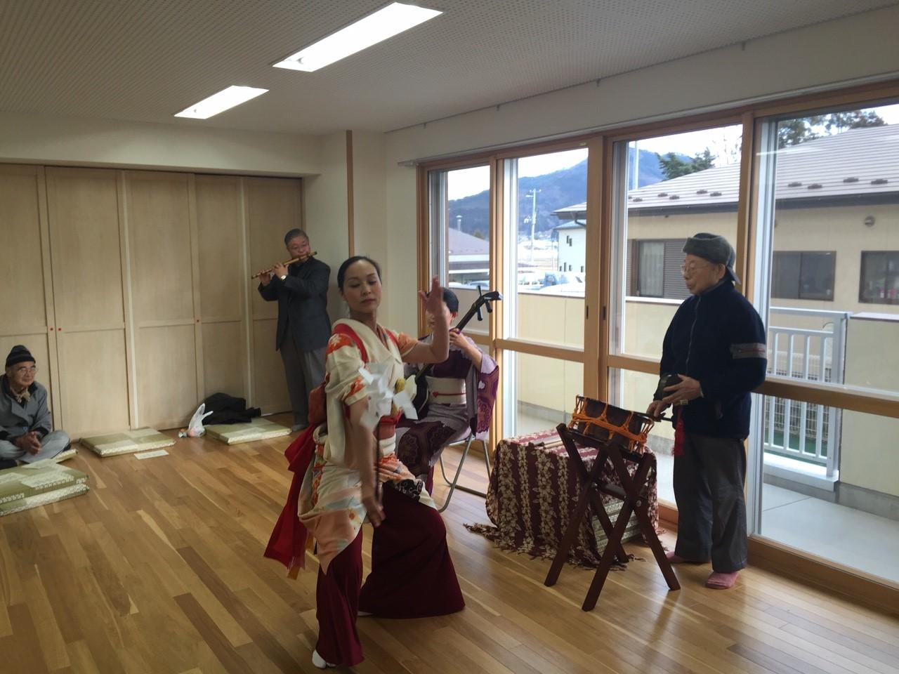 2016/1/11 陸前高田にて。客席から鉦の名手登場。菊池さんの笛と一緒に、なんとも豪華な囃子陣での神楽舞アレンジ!
