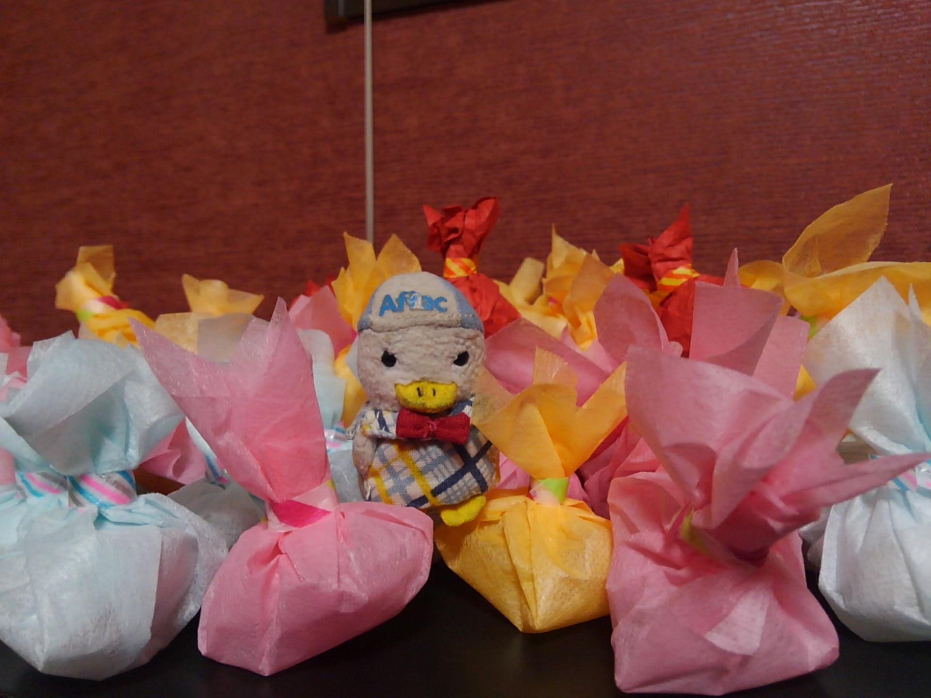 大阪から仕込んでいったお菓子の包み。不器用な響喜メンバーの精一杯の力作。