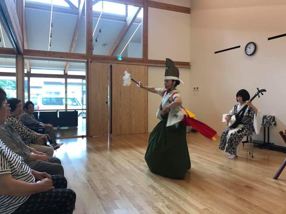 7/31 大槌の公営住宅にて。踊り子ゆっこが学生時代に地元に通って習った「中野七頭舞」への想いを込めて。