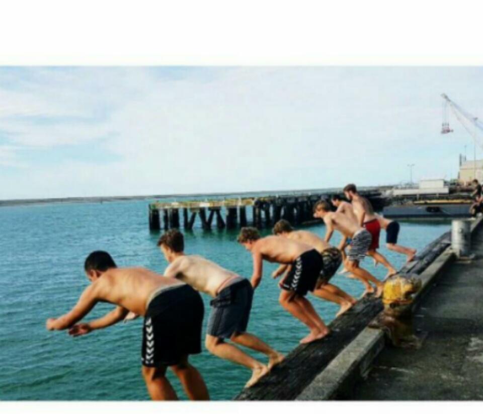 """Wir beim """"Wharf-Jump"""""""