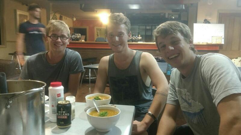 David, Julian und ich mit Kürbissuppe (sogar Petersilie oben drauf!)