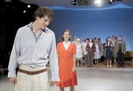 """Szenenfoto aus der """"nachtkritik"""": die beiden Hauptdarsteller Barbara Stephenson und Florian Sumerauer"""