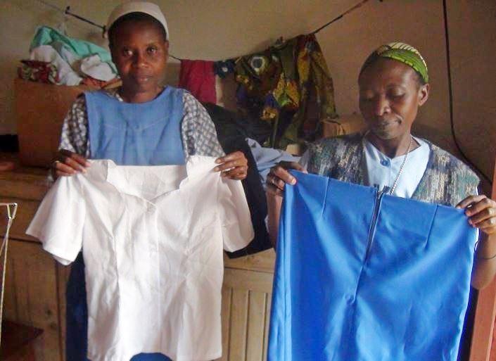 Uniforme fille: jupe bleue - blouse blanche