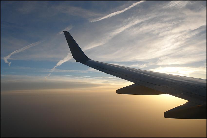 Früh am Morgen fliegen wir nach 'KORFU'