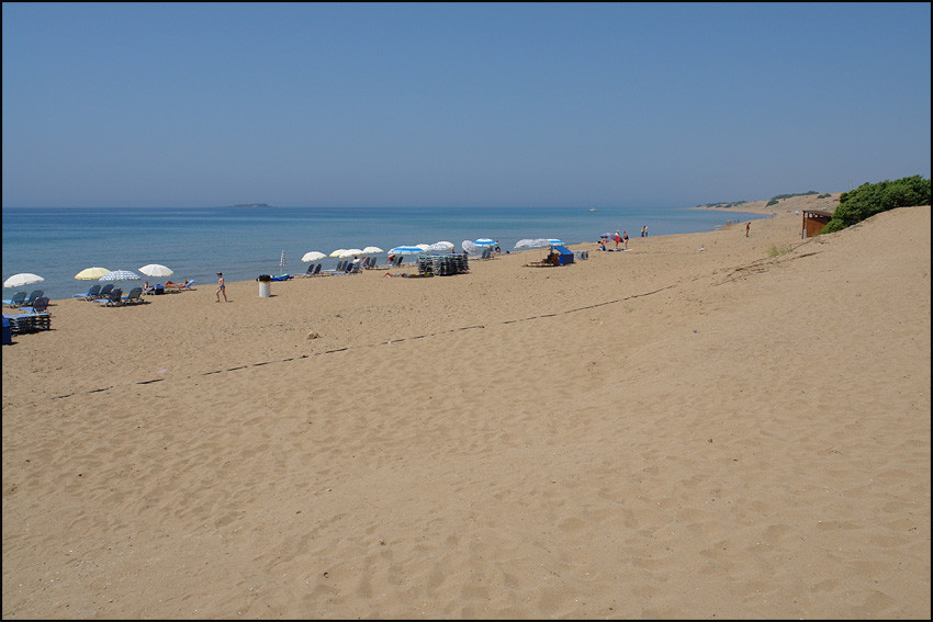 der kilometerlange Sandstrand in 'ISSOS'