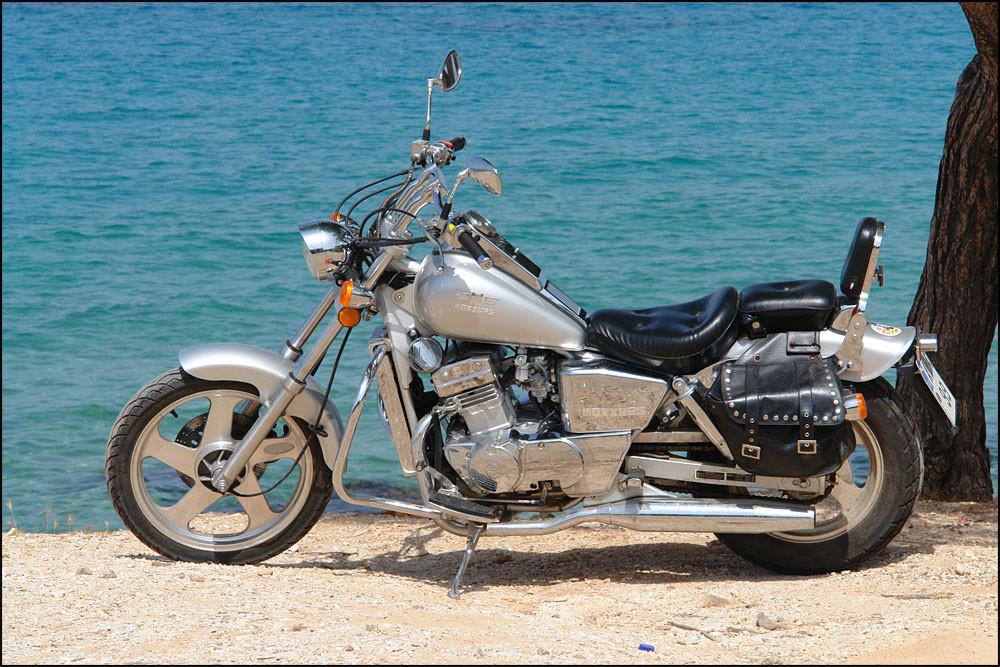 Dienstag-ich mache eine Inselrundfahrt mit dem Motorrad