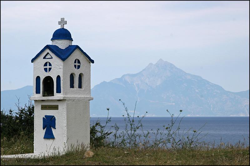 im Hintergrund der Berg 'ATHOS'
