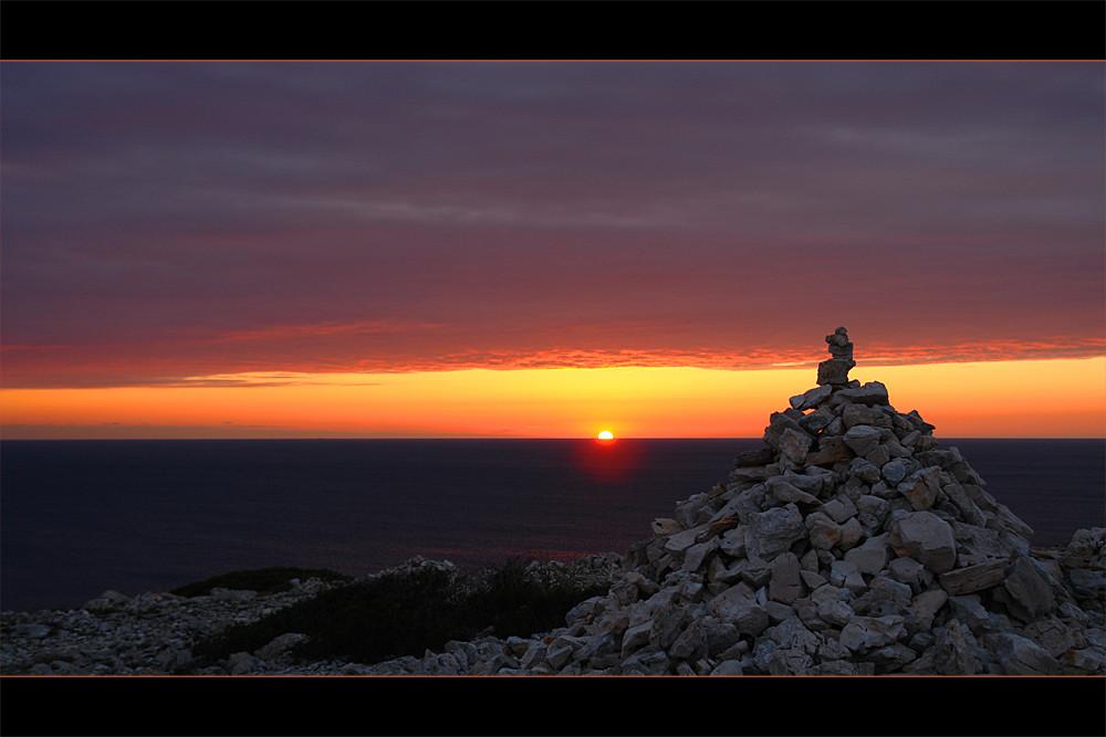 ein wunderschöner Sonnenuntergang begleitet uns in den Abend