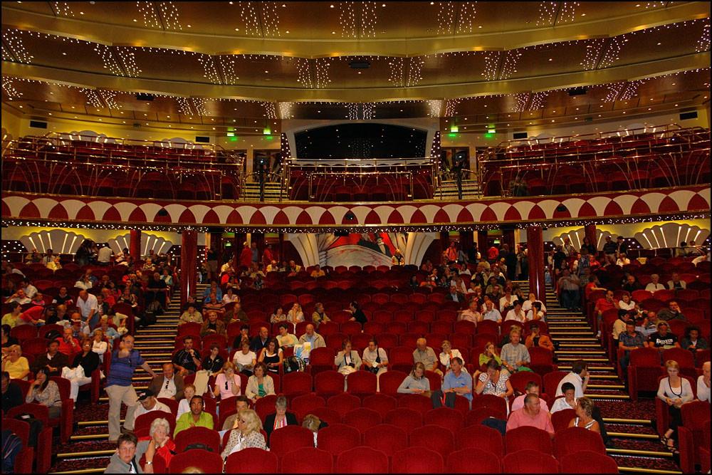 im Theater 'LA SCALA' warten wir auf das Ausschiffen- DIE REISE WAR WUNDERSCHÖN