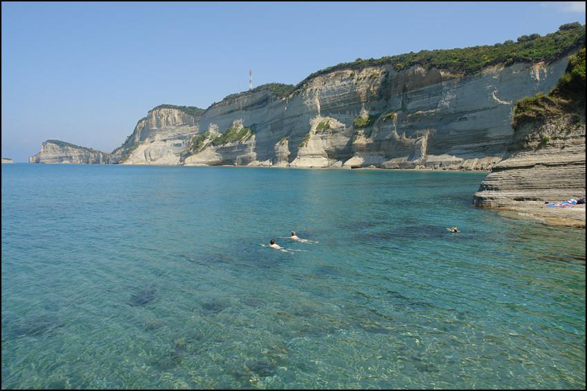 glasklares Wasser und einsame Buchten