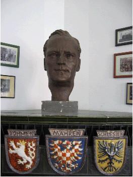 Die Büste von Bbr. Heinrich Gleißner, ehemals Landeshauptmann von Oberösterreich.