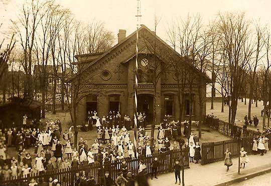 Das Gebäude der Höheren Töchterschule um 1911