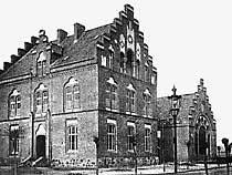 Sitz der ersten Volksbibliothek war die Fortbildungsschule (Berufsschule) an der Moltkestraße