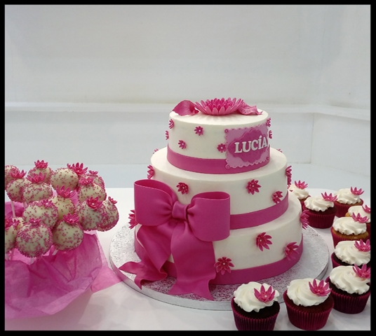 Tarta fondant, cupcakes y cakepops