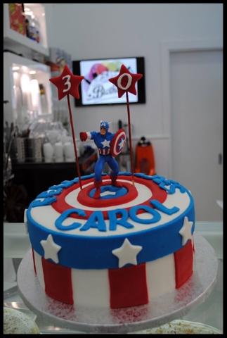 Tarta de FONDANT del Capitán América