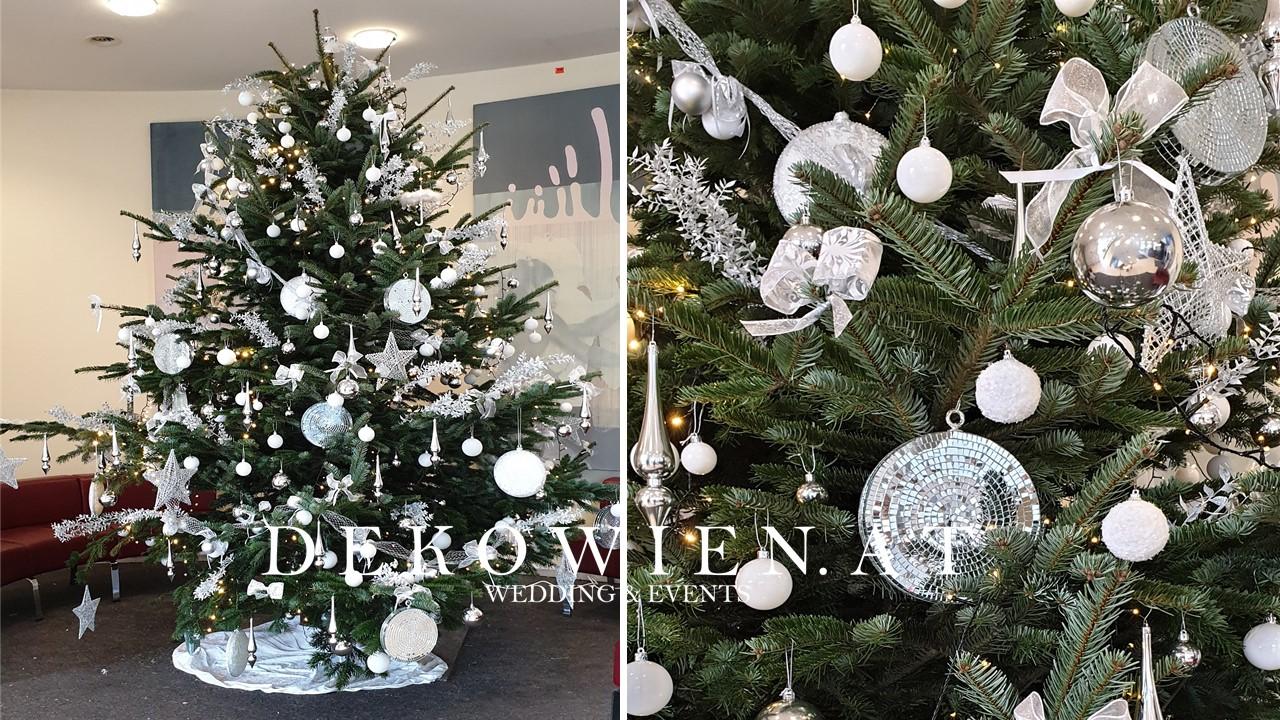 Firmen Weihnachtsbaum  dekorieren