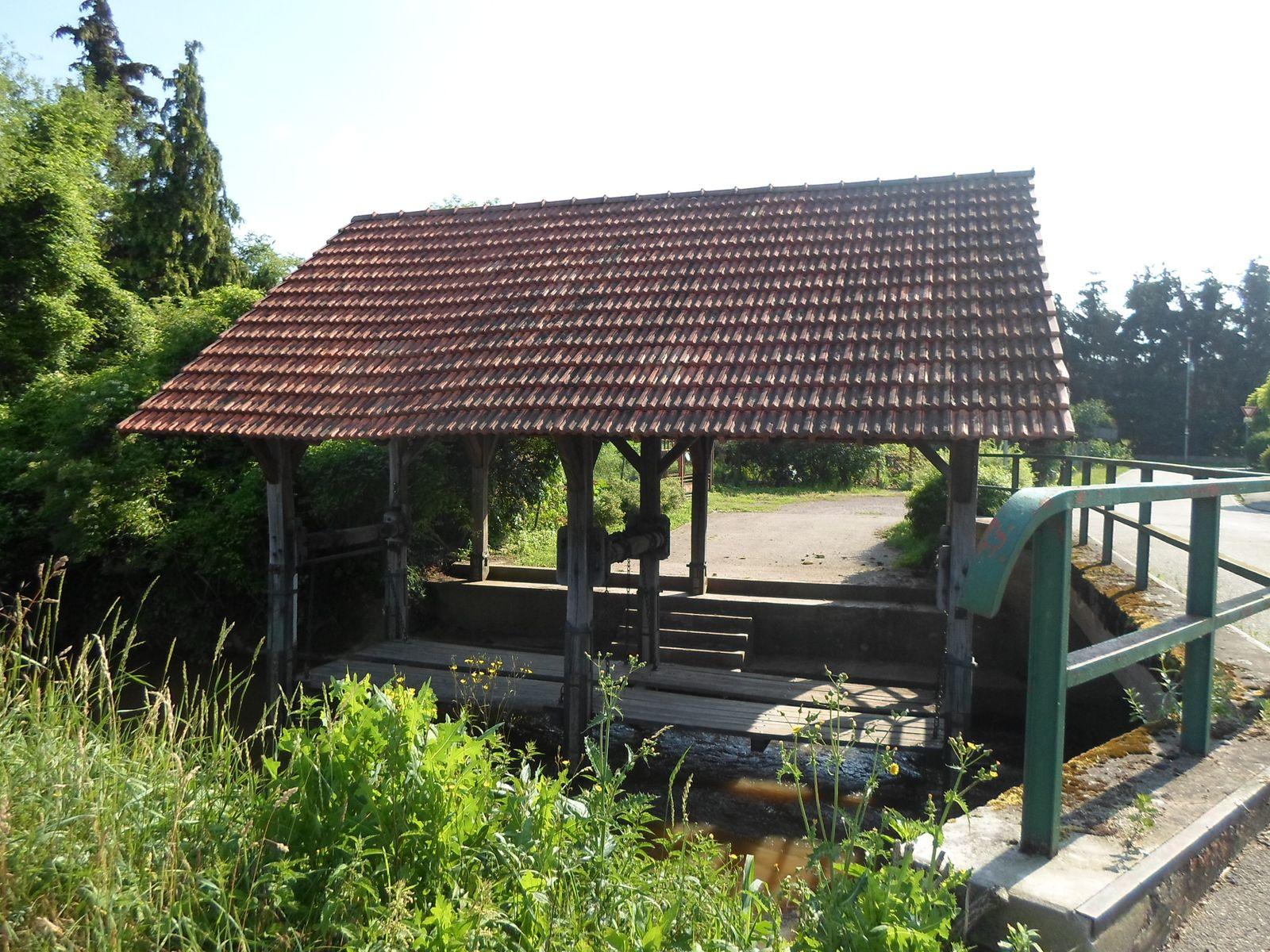 Lavoir à l'entrée du village