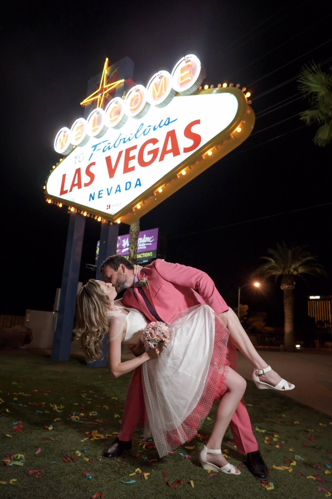 Welcome to Las Vegas Sign Hochzeit bei Nacht