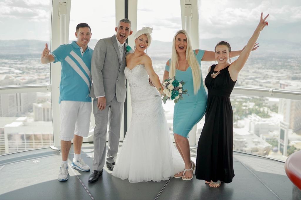 Las Vegas Riesenrad Hochzeit im Highroller mit Hochzeitsgästen