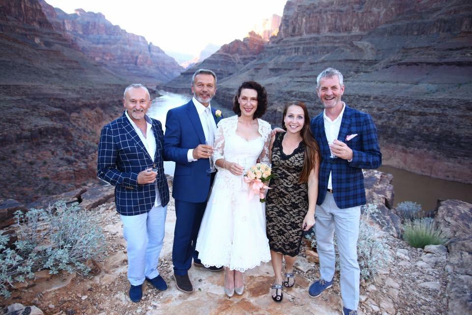 Hochzeitsgesellschaft im Grand Canyon