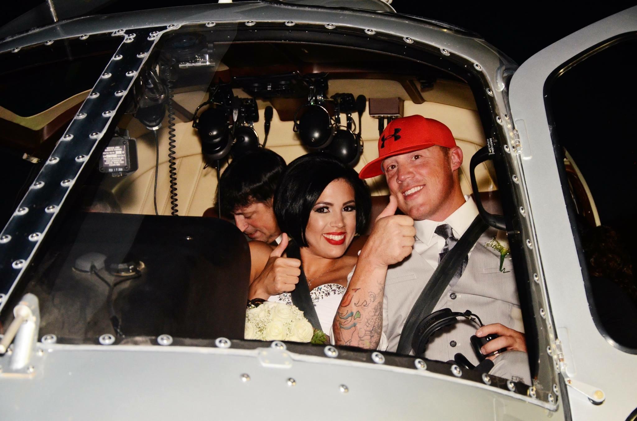 Dieses junge Hochzeitspaar hat Ja im Helikopter gesagt