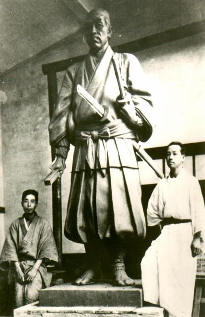 荒木又右衛門銅像の鋳型作成時