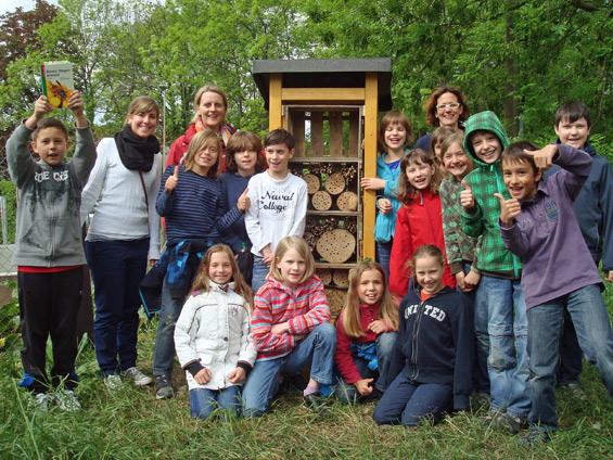 6. Mai 2011: Zum Abschluss ein Fototermin mit  den Kindern der Schillerschule, Comenius AG, ihrer Lehrerin Frau Längler und Anja Weinmann vom NABU Wiesloch.