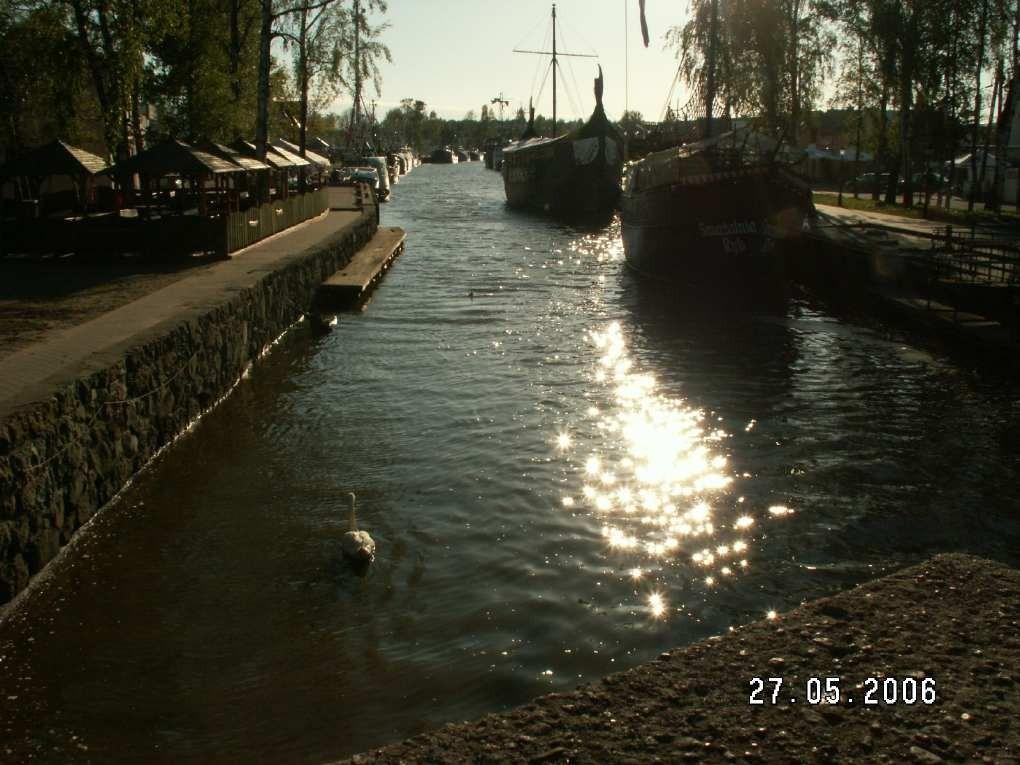 Abenddämmerung im Hafen von Leba