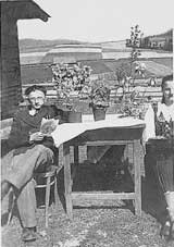 Paraskiewa z bratem Grzegorzem przed chyżą, rok 1939