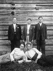 Krynica, rok 1945, pierwszy z lewej stoi Jan Żerelik